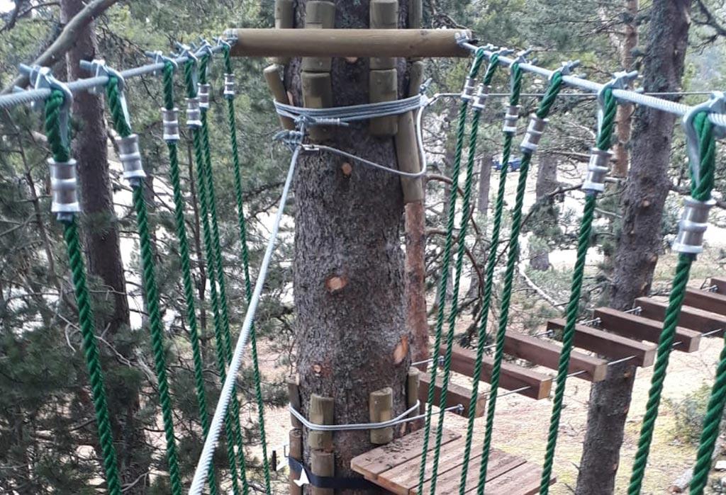 Pont sur le parcours vert du Parc aventure oisans