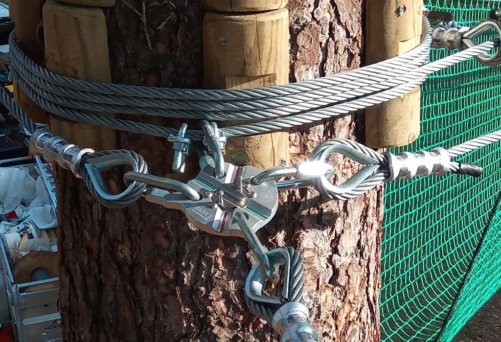 Securité des arbres dans le parc aventure au bourg d'oisans